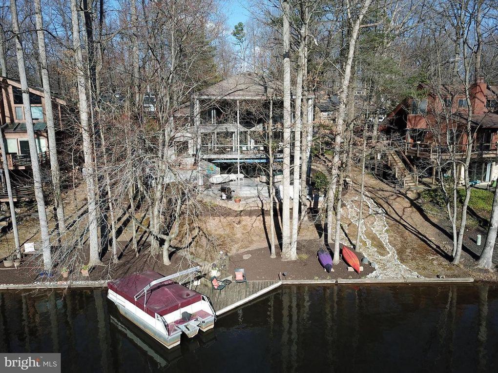 1930 Upper Lake Dr Reston, VA 20191
