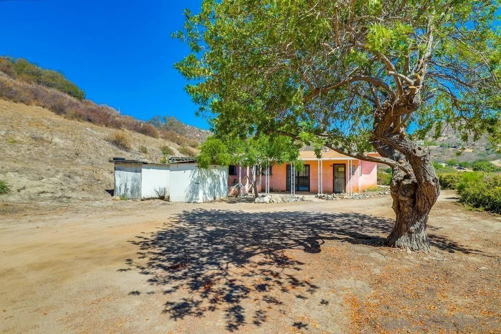 5701 Moorefield Dr El Cajon, CA 92019