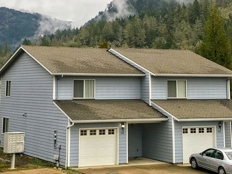 Photo of 349 Maylea Pl, Canyonville, OR 97417
