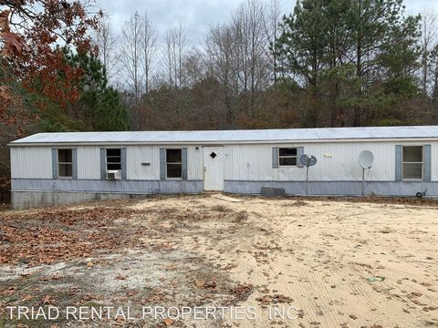 Photo of 201 Family Ln, Candor, NC 27229