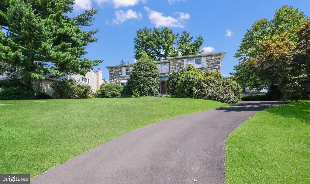 8105 Pennhill Rd Elkins Park, PA 19027