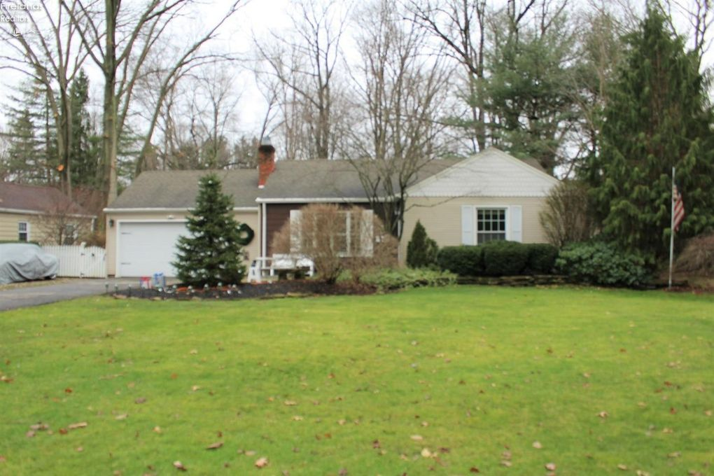5991 Louis Dr North Olmsted, OH 44070
