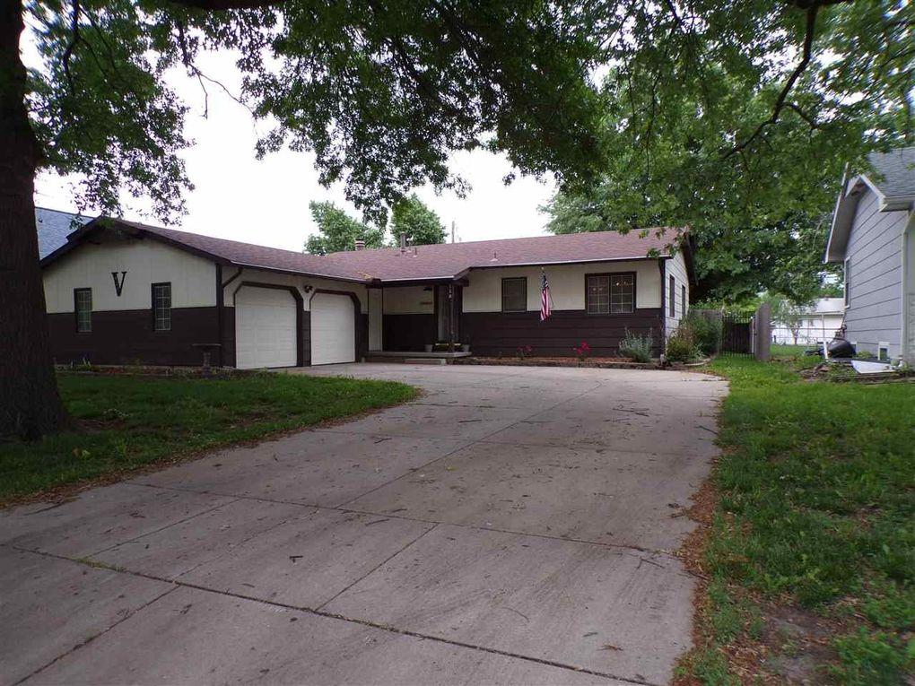 128 N Dexter Ave Valley Center, KS 67147