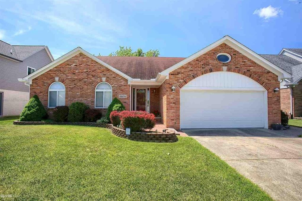 28676 Wales Dr Chesterfield, MI 48047