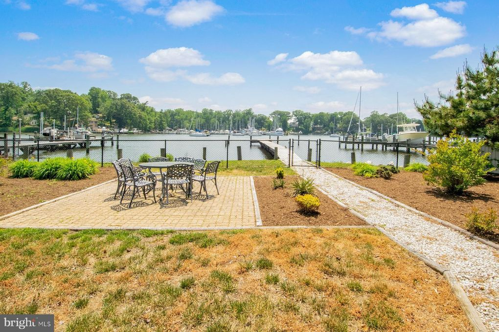 3894 Holly Dr Edgewater, MD 21037