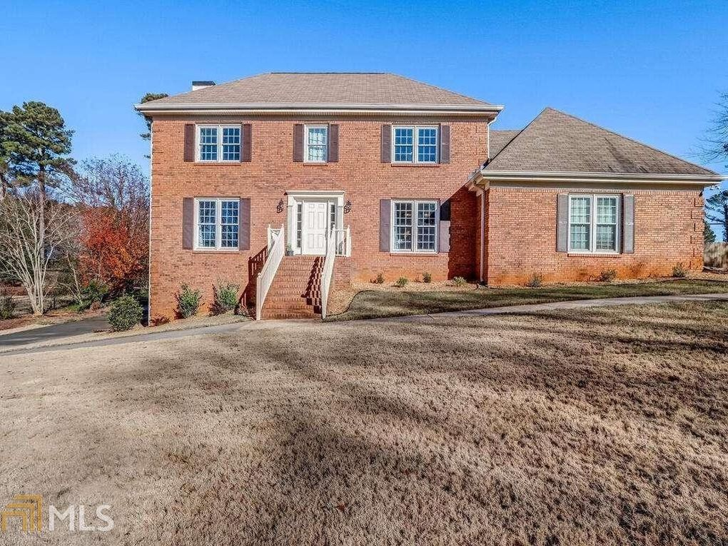 2133 Country Club Dr Lawrenceville, GA 30043