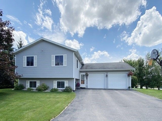 612 W 11th St Marshfield, WI 54449