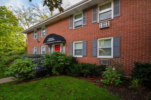 Photo of 1335 W Main St Apt 5, Lake Geneva, WI 53147