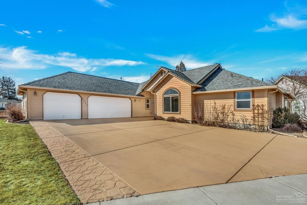 4237 SW Tommy Armour Ln Redmond, OR 97756