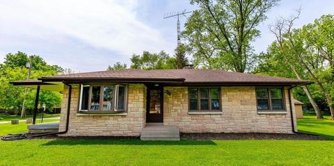 625 Woodlawn Ave, Chesterton, IN 46304