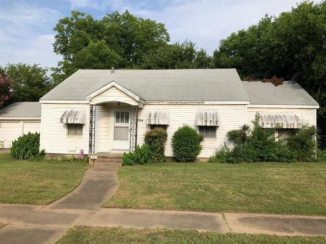 904 4th Ave Mineral Wells, TX 76067