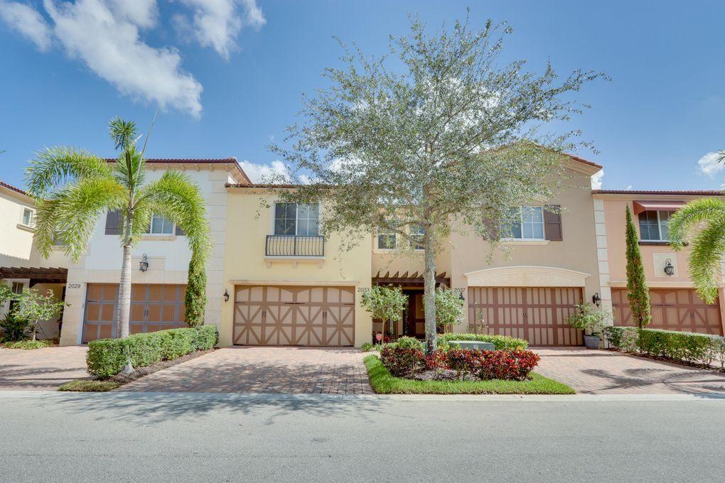 2033 Foxtail View Ct West Palm Beach, FL 33411
