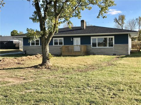 Photo of 2433 E Main St, Greenfield, IN 46140