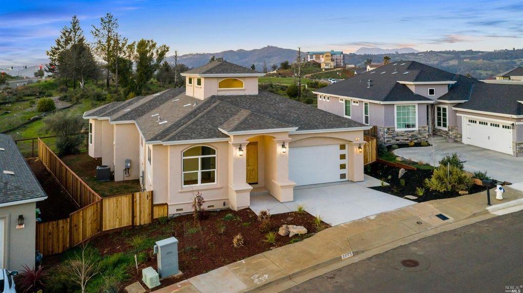 3805 Sedgemoore Dr Santa Rosa, CA 95404