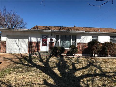 Photo of 631 Holiday Ave, Hazelwood, MO 63042