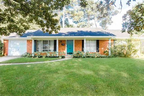 Photo of 2220 21st St, Beaumont, TX 77706