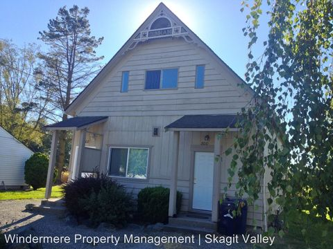 Photo of 802 Trail Rd, Sedro Woolley, WA 98284