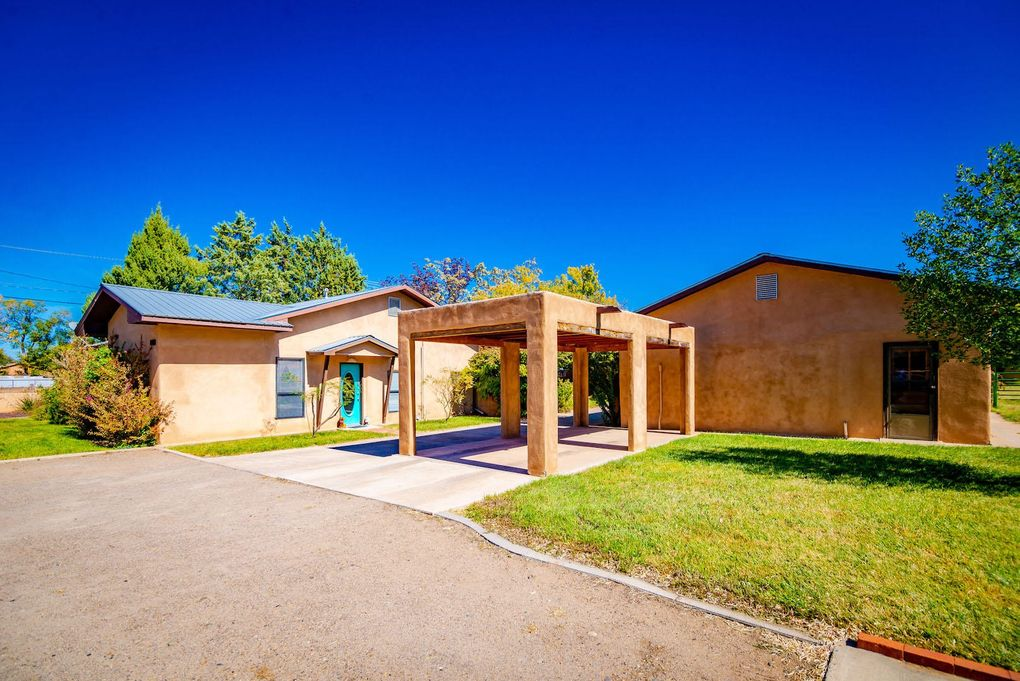 2460 Willow Rd NE Los Lunas, NM 87031