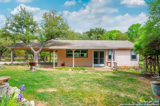 1143 Forest View Dr Blanco, TX 78606