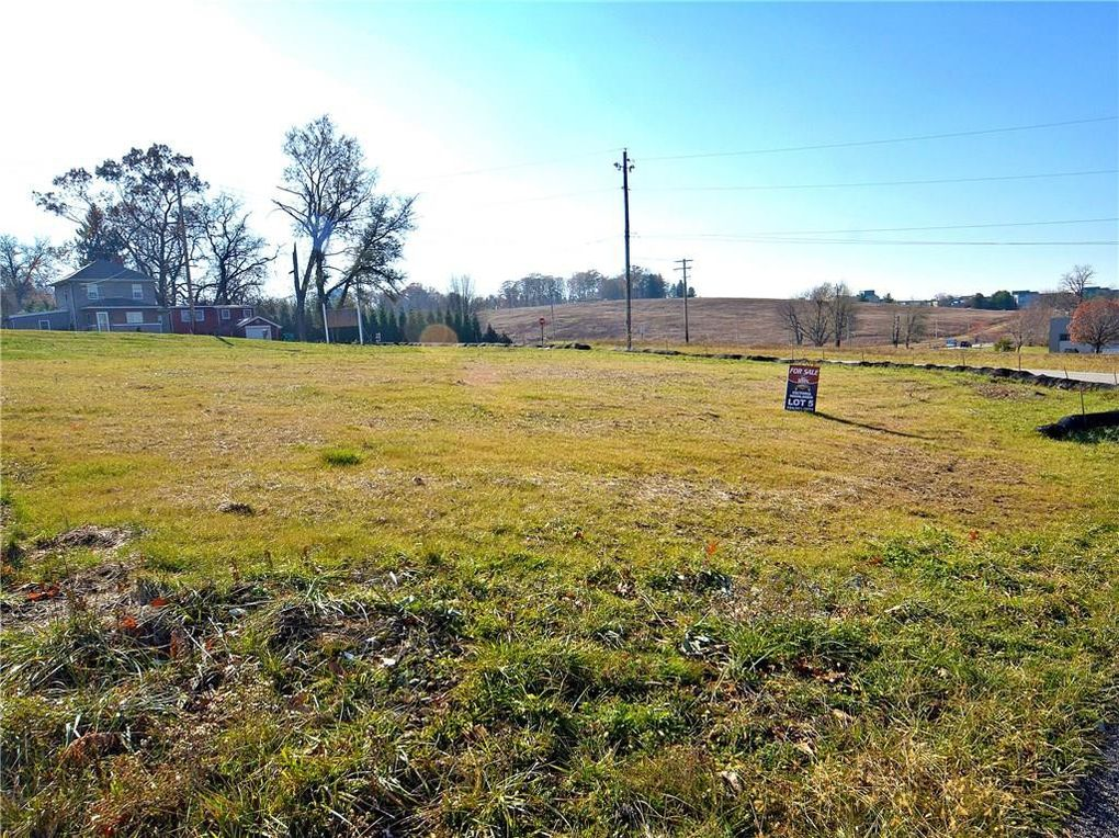 502 Birchwood Ct Unity Township, PA 15650