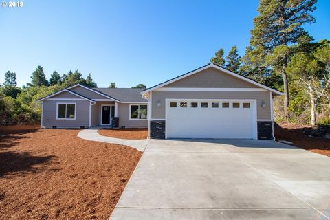 Photo of 2171 Royal St Georges Dr, Florence, OR 97439