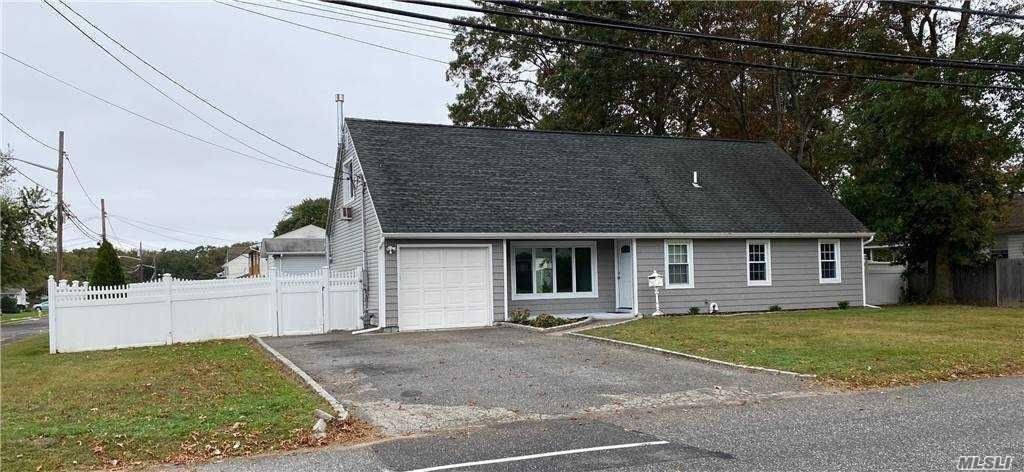 1209 Saxon Ave Bay Shore Ny 11706 Realtor Com