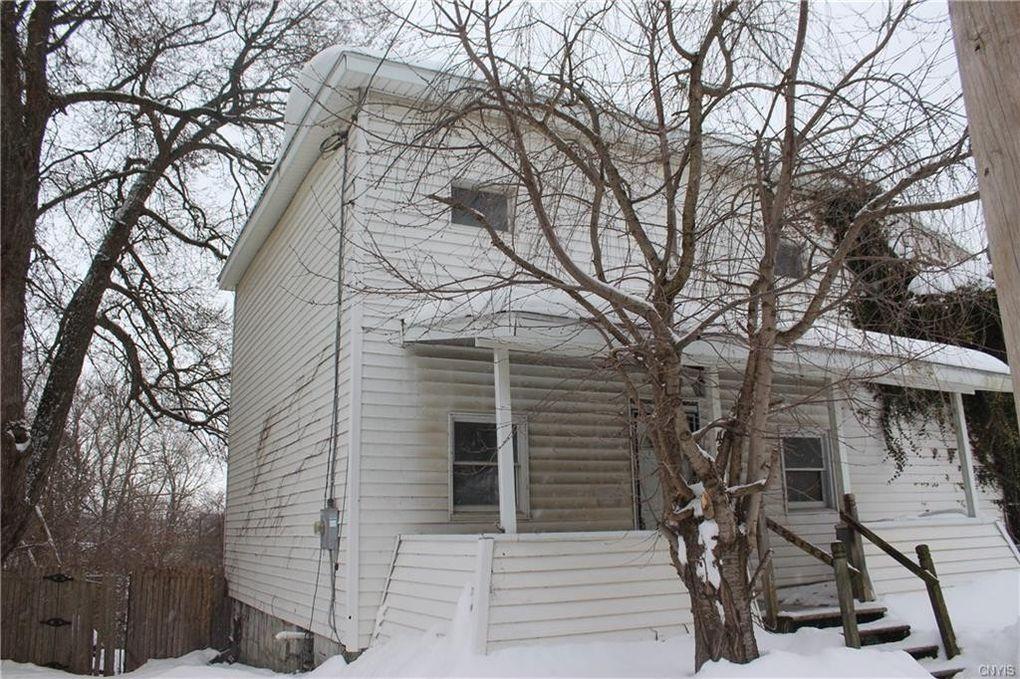 42 Barber St Auburn, NY 13021