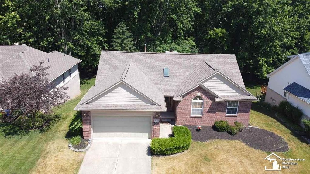 30234 Apple Grove Way Flat Rock, MI 48134