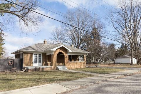 Photo of 398 W 47th St, Indianapolis, IN 46208