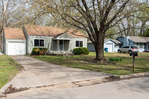 Photo of 505 Waverly Way, Coffeyville, KS 67337