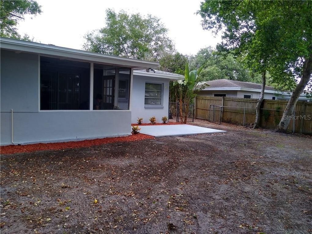 1706 S Lake Ave Clearwater, FL 33756
