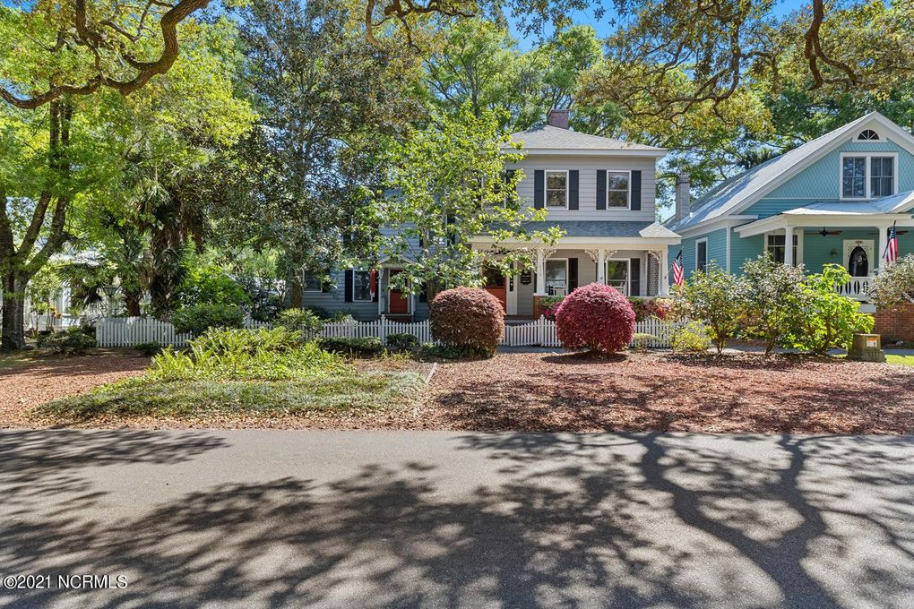 210 N Lord St Southport, NC 28461