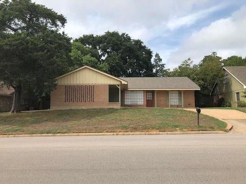 Photo of 401 E Stone St, Brenham, TX 77833