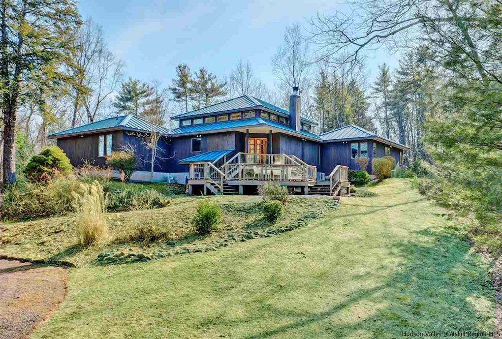 19 Fox Hollow Rd Woodstock, NY 12498