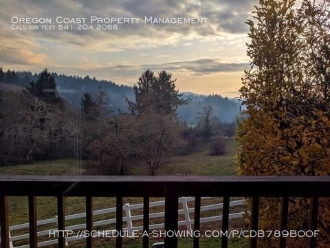 Photo of 5590 Ne East Devils Lake Rd, Lincoln City, OR 97367