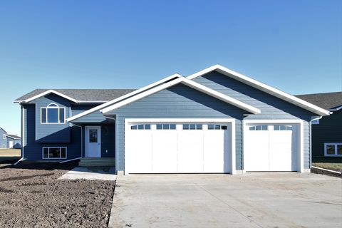 Photo of 2323 S Eagle St, Aberdeen, SD 57401