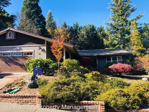 Photo of 76 Monterey Dr, Medford, OR 97504