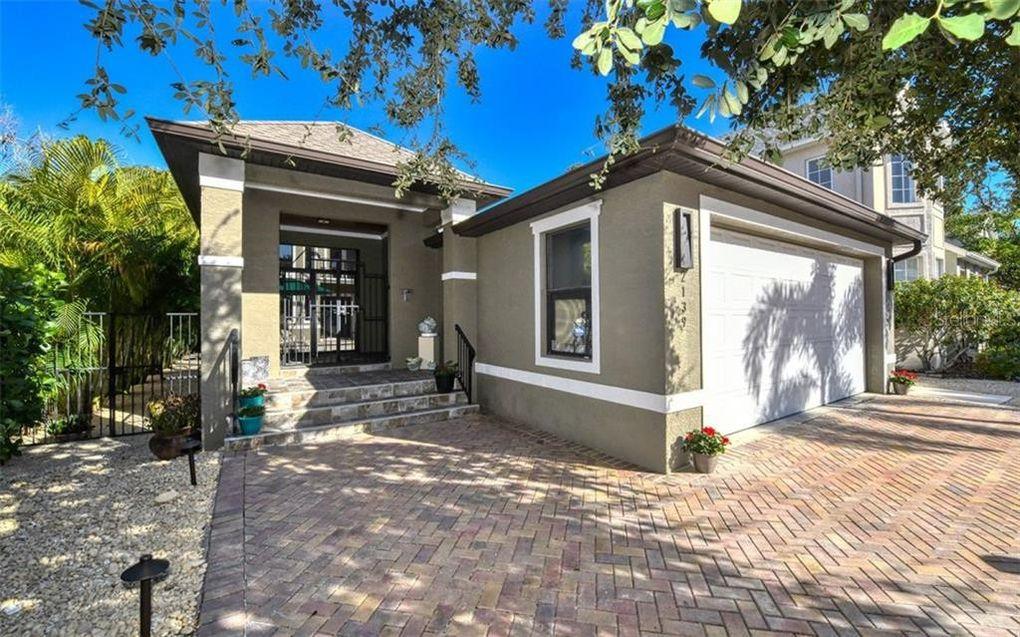 2139 Hawthorne St Sarasota, FL 34239