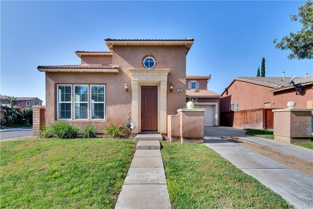 1689 Bella Regina Way Perris, CA 92571