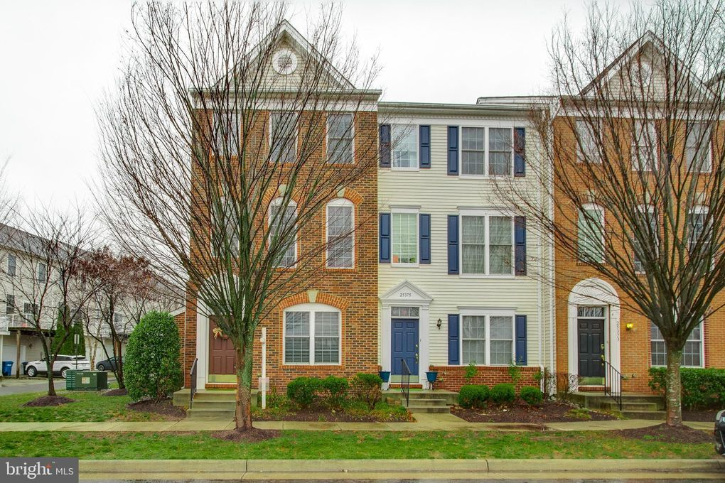 25377 Crossfield Dr Chantilly, VA 20152