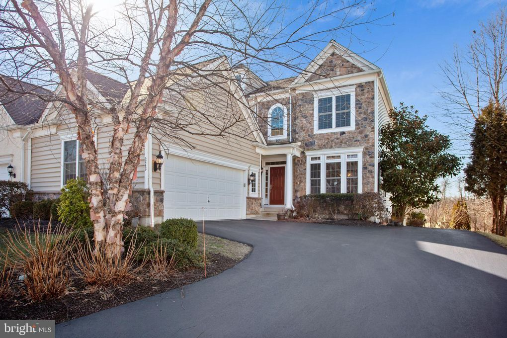 323 S Caldwell Cir Downingtown, PA 19335