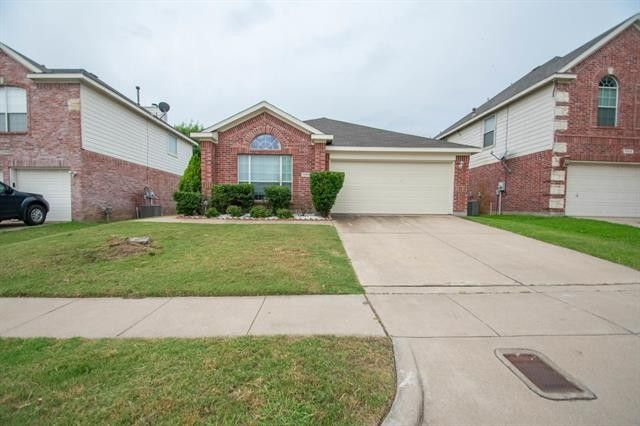 10900 Fawn Valley Dr Fort Worth, TX 76140