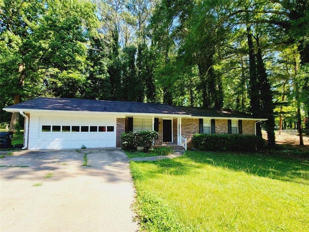 902 Pinecrest Cir SW Lilburn, GA 30047