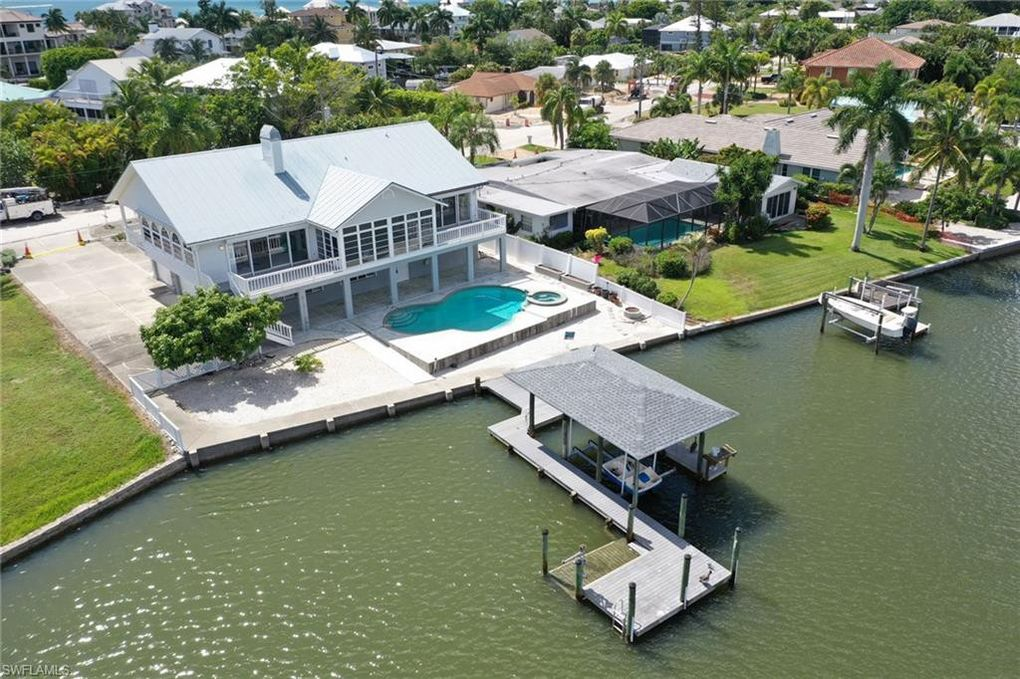 8415 Lagoon Rd Fort Myers Beach, FL 33931